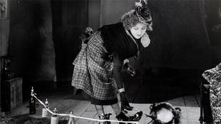 Bedobozolták Betty Balfourt