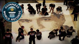 Kávéval törnek Elvis emlékére az egyetemisták