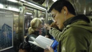Ingyen elvihető könyvek a metróban