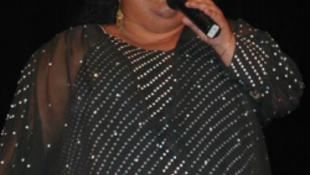 Kilakoltatták a híres énekesnőt