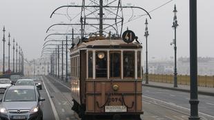 Retró járművek lepték el Budapestet