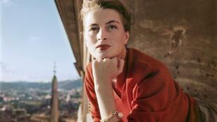 Szokatlan színben tűnt fel a magyar híresség