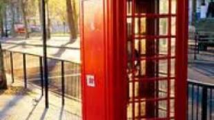 Legenda lett a piros telefonfülke
