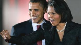 Az elnök még színházba is különgéppel jár