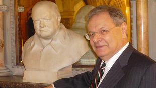 Elhunyt Churchill életrajzírója