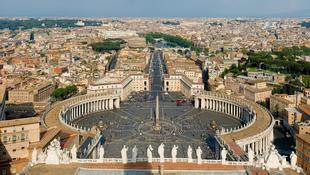 Megnyitják a pápa vészkijáratát
