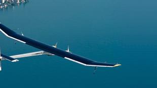 A rossz idő miatt a földön ragadt a napelemes repülőgép