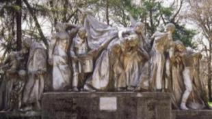 Elvinnék Dombóvárról a szobrot, a város felhördült