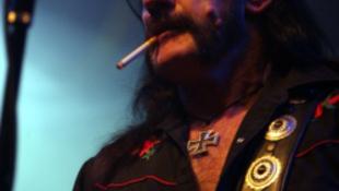 Megint Tokajt terrorizálja a bajszos rocklegenda
