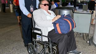 Gérard Depardieu kerekesszékben