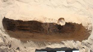Különös testékszert viseltek az egyiptomi férfiak