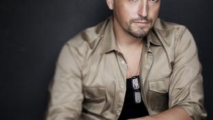 Új albumával koncertezik a magyar énekes