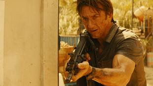 Durva támadás érte Sean Pennt