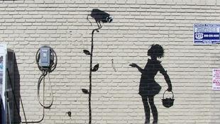Graffiti a benzinkút faláról