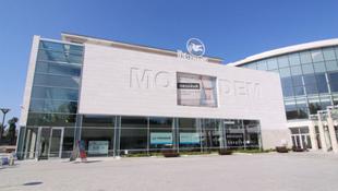 Botrány Debrecenben: kirúgták az igazgatót