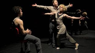 Zenés-táncos kihallgatás a Kamrában