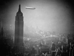 Liebe Fahrgaste! Balra az Empire State Building látható