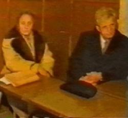 Nicolae és Elena Ceausescu a rögtönítélő bíróság előtt