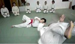 Keiko Fukuda elhajította egyik tanítványát
