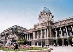 A kérdéses képek egy részét a Magyar Nemzeti Galériában őrzik.