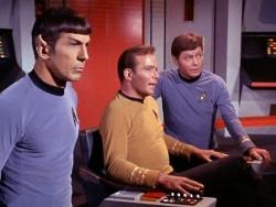Balról jobbra: Mr. Spock, Kirk kapitány, Dr. McCoy