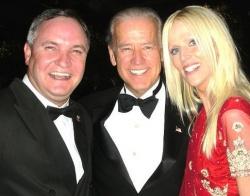 Nem is gondoltam volna, hogy az alelnök (középen) ilyen aranyos...