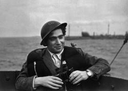 Robert Capa Normandia partjainál.