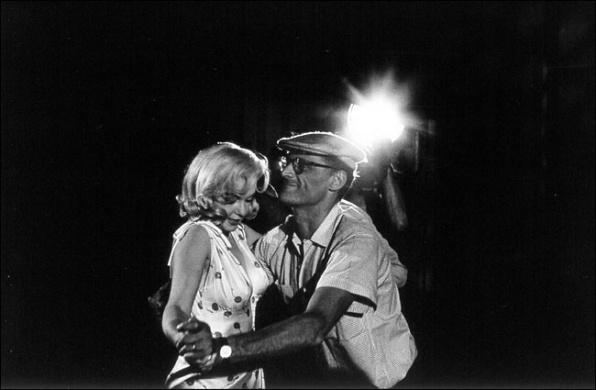 Eve Arnold képe Marilyn Monroe-ról és férjéről, Arthur Millerről.