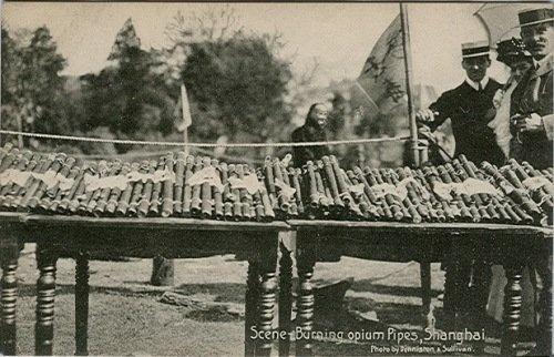 Égetésre váró ópiumpipák Sanghajban (fotó: Opium Museum)