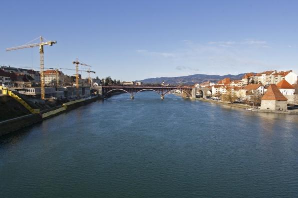 Épül-szépül a város. (fotó: MTI/Varga György)