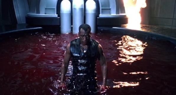 Vér, robbanás, és ha lehet, akkor egy kicsit több vér.
