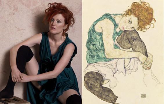 """Julianne Moore mint """"Ülő nő hajlított térddel"""" Egon Schiele festményén"""