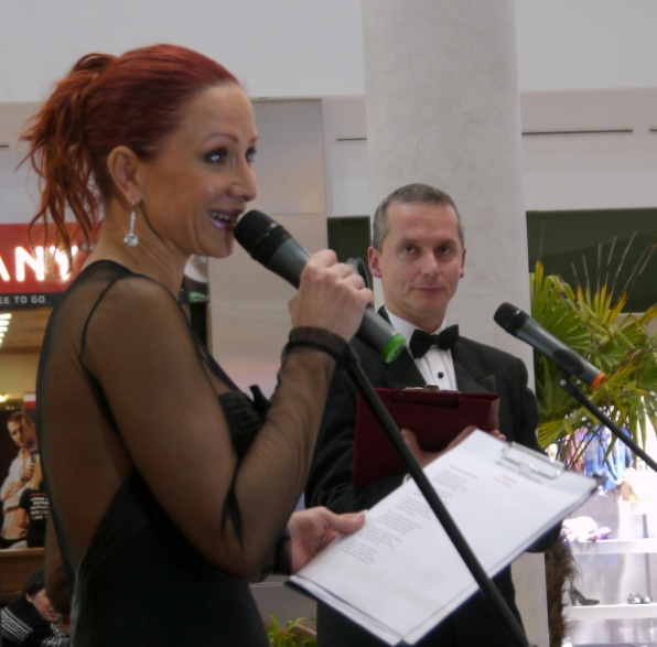 Détár Enikő és Weil Róbert olvasták fel a díjazottak verseit (fotó: Csohány Donitilla)