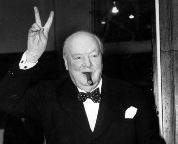 Churchill az ivás és a rengeteg dohány miatt csak 90 évig élt