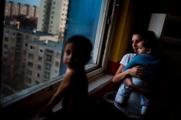 Társadalomábrázolás, dokumentarista fotográfia - egyedi - 2. helyezett: Stiller Ákos (hvg.hu): Cigánysorról a panelbe
