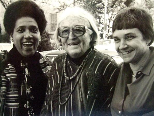 Rich (jobbra) Audre Lorde íróval (balra) és Meridel Le Sueur-val (középen)  Austin Texas, 1980
