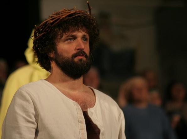 Az előadás egyetlen profi színésze: Keresztes János (Jézus)