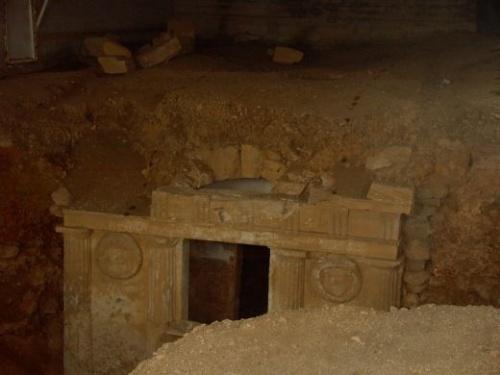 Egy ókori sírhely. Hasonlót találhattak kikötőnél is.