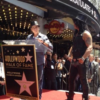 Charlie Sheen és Slash az átadón