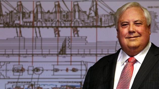 Clive Palmer a tervek előtt (fotó: The Courier-Mail)