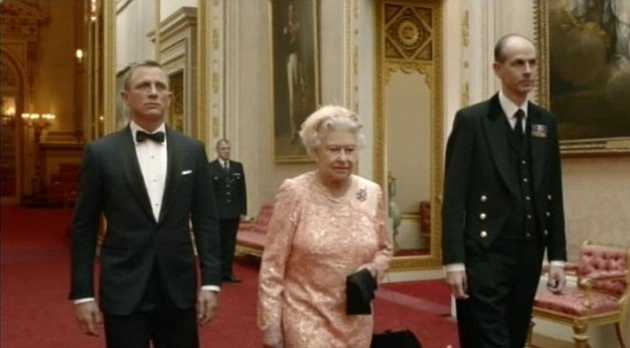 James Bond és a királynő