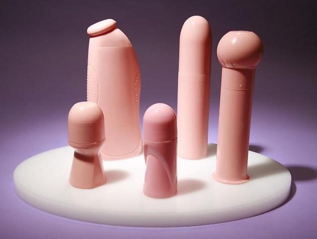 Kozmetikai termékek egy egyszerű festékréteggel (David Baskin: Dildos/Cosmetic Bottles)