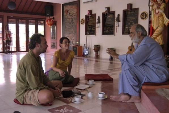 A szerzők és Anand