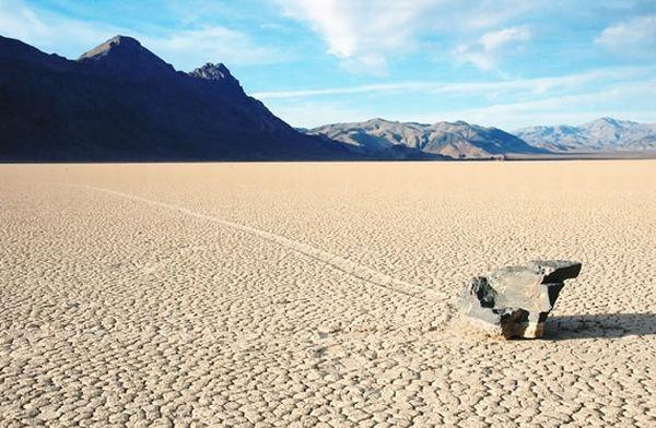 Vándorló kő a Halál-völgyben