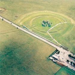 A Stonehenge az utról kiválóan látszik