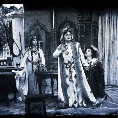 Jászai Gertrudis királynéként a Bánk bánban
