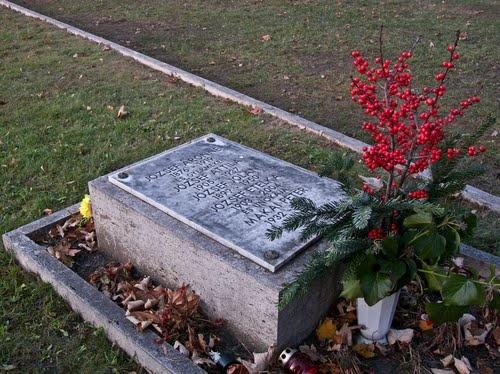 József Attila sírja a Fiumei úti Nemzeti Sírkertben