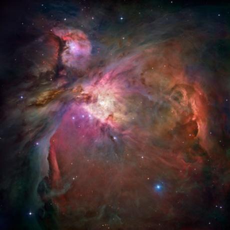 Az Orion-köd: a fekete lyuk valahol a négy fényes csillag között található (Fotó: NASA)