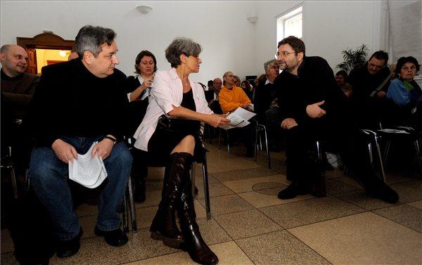 Rockebnauer Zoltán, Keserü Katalin és Bozóki András a konferencián (MTI Fotó: Földi Imre)
