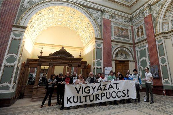 A Szabad Művészek demonstrációja (MTI Fotó: Földi Imre )